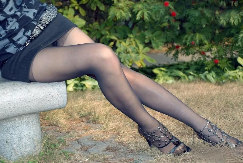 公園黑絲美女 - 貼圖 - 絲襪美腿 -