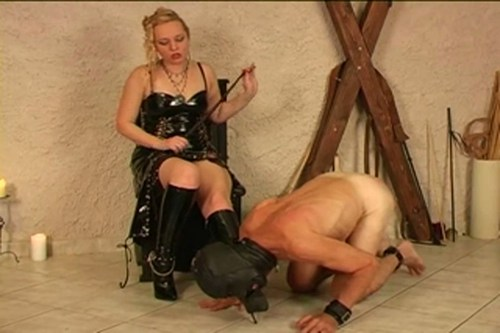 Boot Slave Female Domination