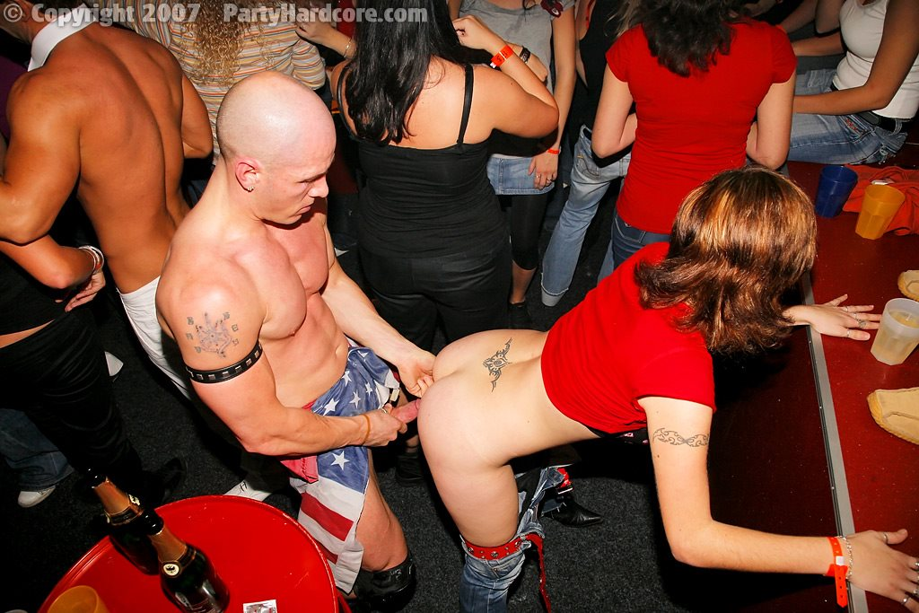 ego-foto-porno-na-diskotekah