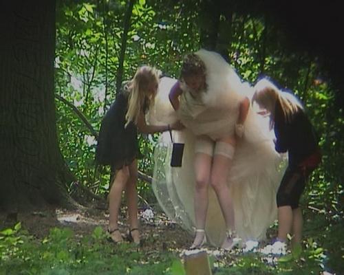 [Image: WeddingPiss2010_1kb.jpg]