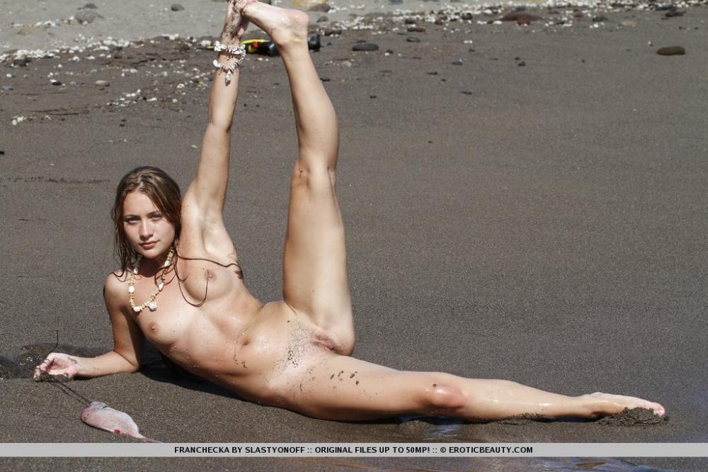 nude girl of astralia