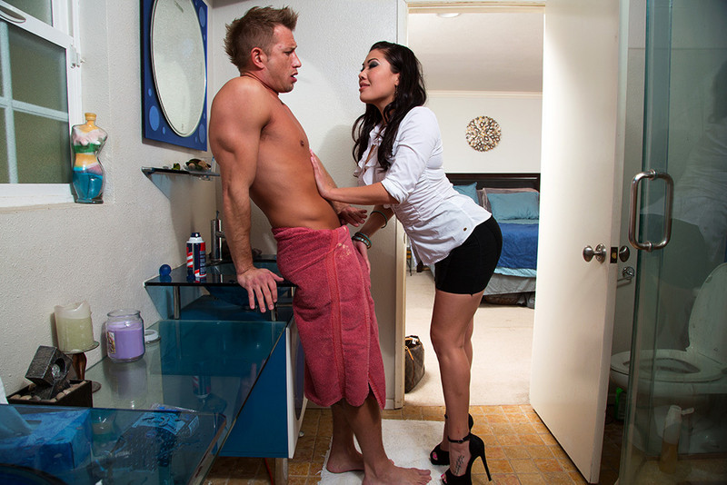 MyWifesHotFriend - London Keyes, Bill Bailey (2013) [HD 720p]
