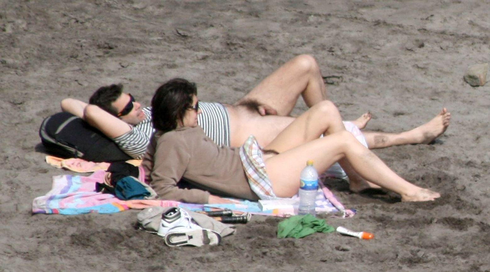 Съёмки на нудистских пляжах 17 фотография