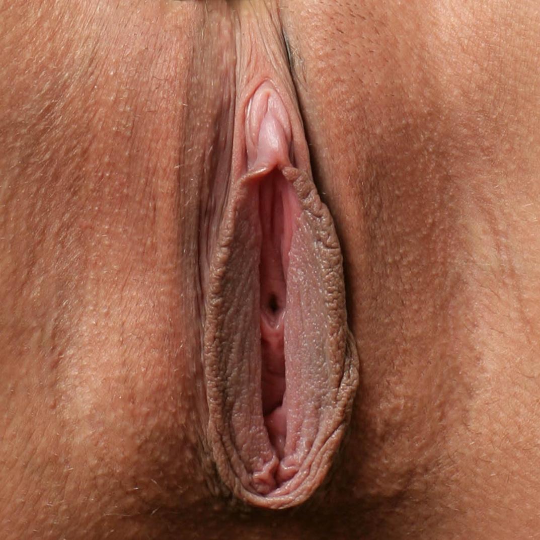 Раздвинутая вагина крупным планом 1 фотография