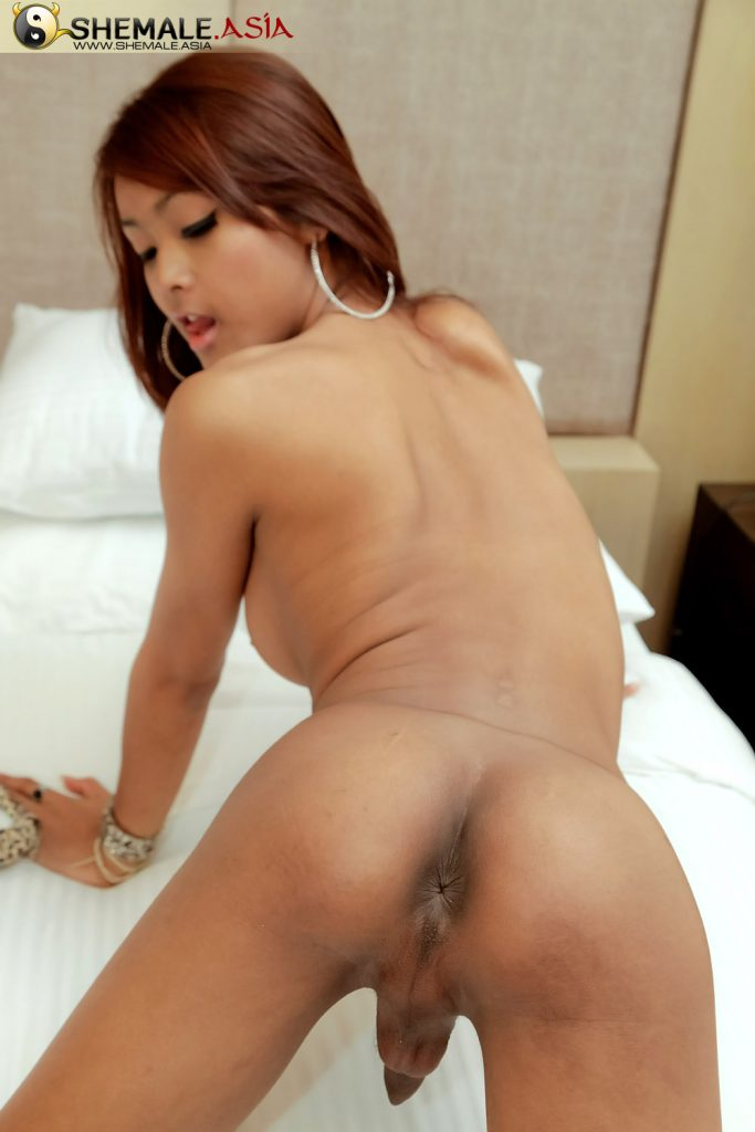 A blonde who shouts her pleasure 7