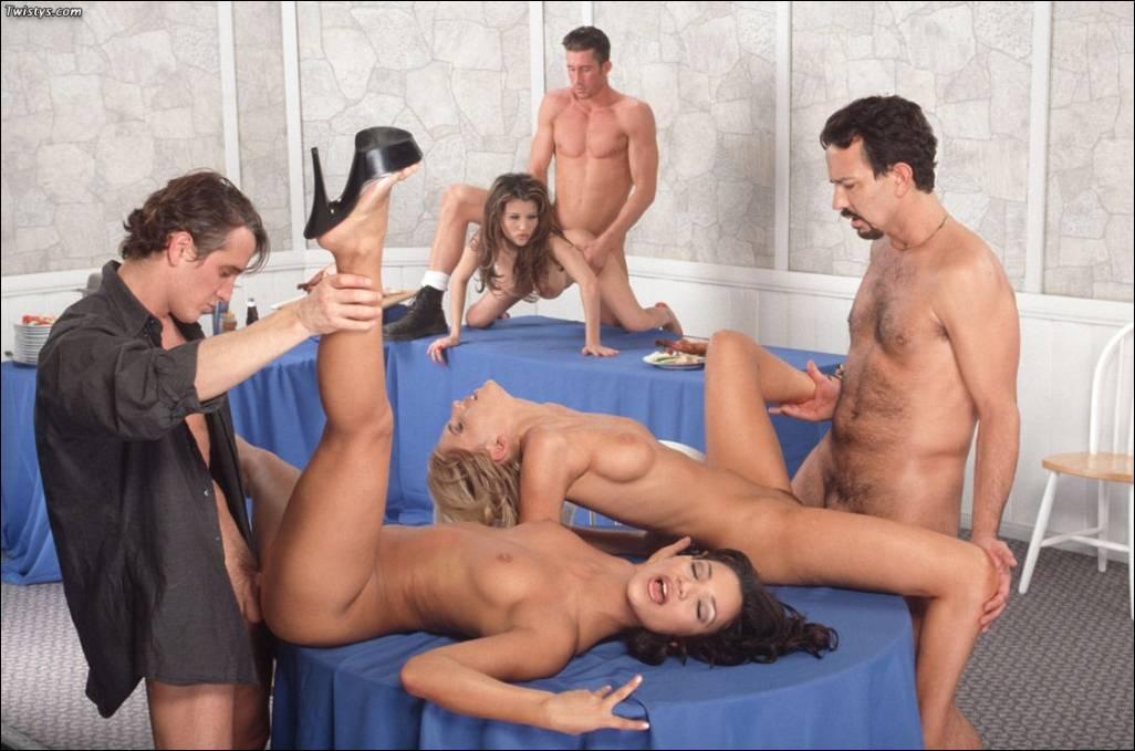 Секс на вечеринке с негром.