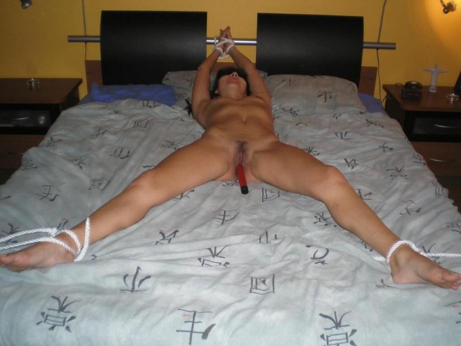 Фото жена привязала мужа к кровати