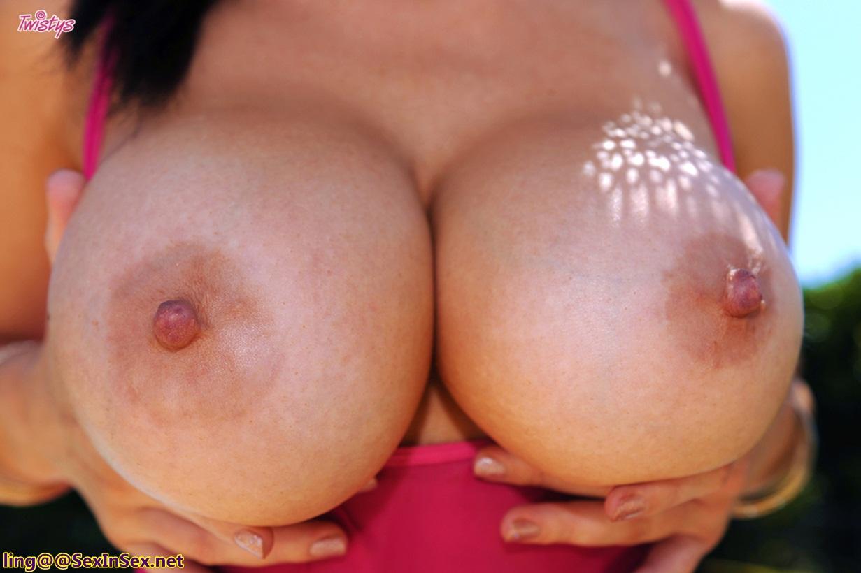 Развртницы с огромными грудями фото 20 фотография