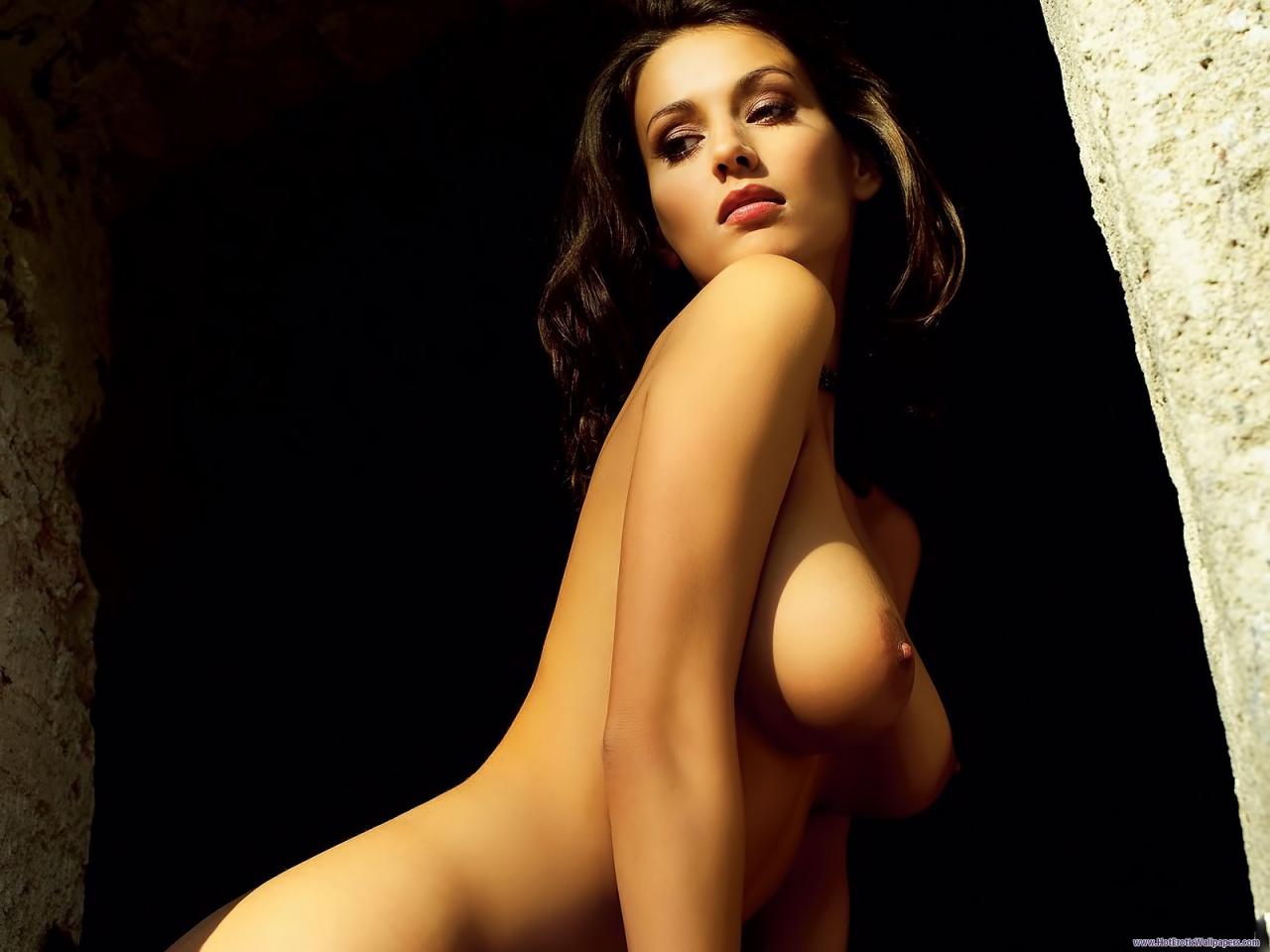 Rosamund Pike Nude Pkotos