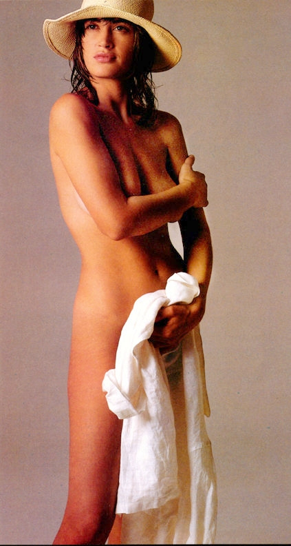Amanda pays naked photo