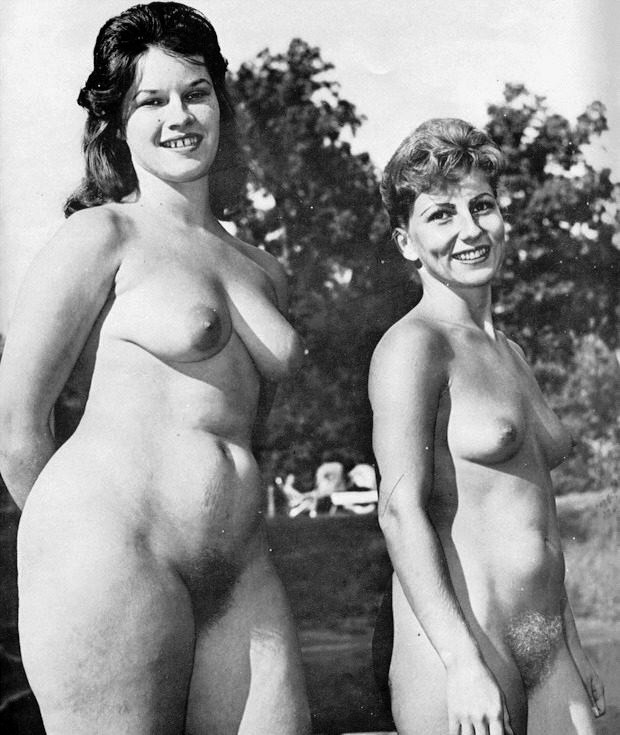 jolie-hot-vintage-old-mature-topless-parties-brother-sister