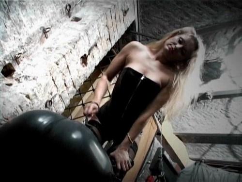 Mistress Leticia Femdom