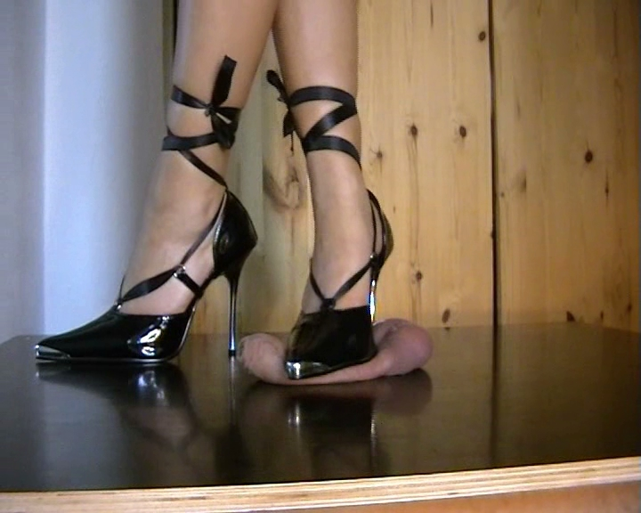 Crushing good heel high sexy shoes that