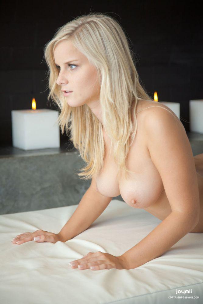 Naked Blonde Mina LaidHub 1