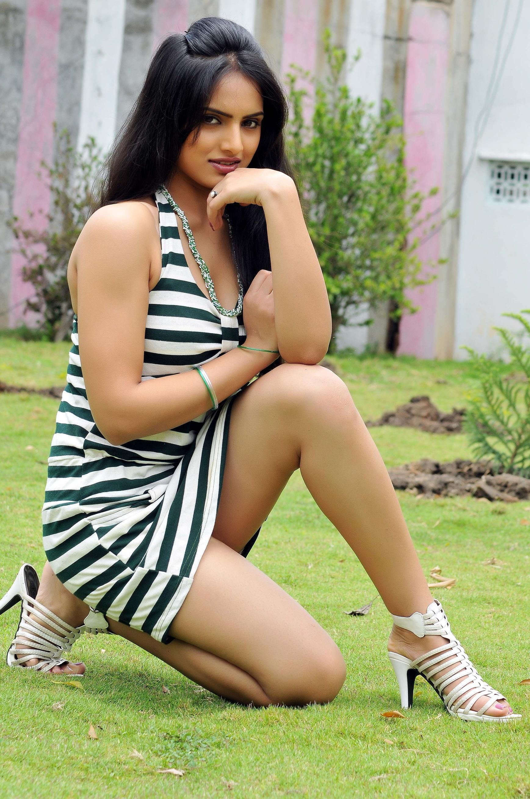 Telugu celebrity actress anchors hot spicy exposing back saree bikini photo shoots wardrobe rare pics